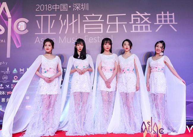 Dự sự kiện tối 29/11 có nhiều tên tuổi của làng giải trí như nhóm nhạcHao Girls.