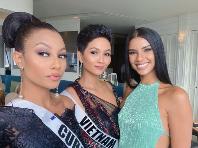 HHen Niê mặc váy hở bạo chụp ảnh dạ hội ở Miss Universe - 2