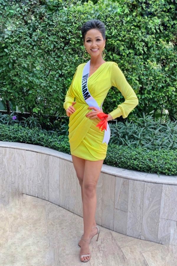 HHen Niê mặc váy hở bạo chụp ảnh dạ hội ở Miss Universe - 4