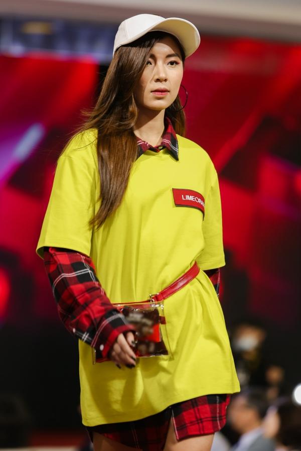 Đêm diễn còn quy tụ nhiều gương mặt trẻ được khán giảyêu mến. Trong ảnh là người mẫu Đồng Ánh Quỳnh - từng lọt vòng chung kết Hoa hậu Việt Nam 2014 và đạt giải Á quân The Face 2017.
