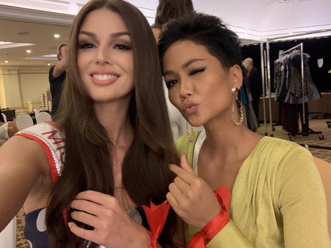HHen Niê mặc váy hở bạo chụp ảnh dạ hội ở Miss Universe - 7