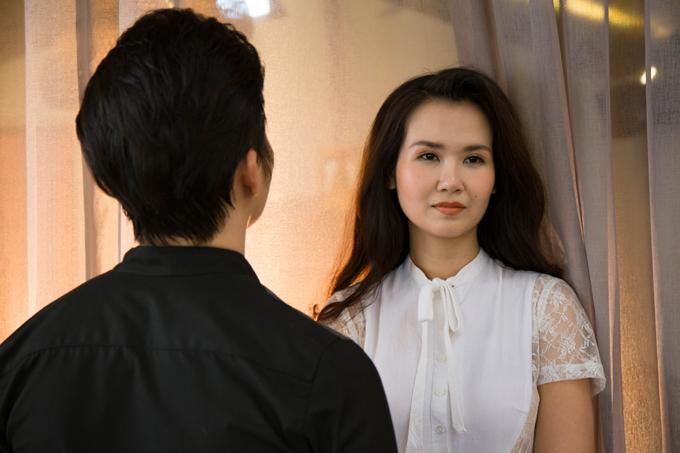 Chuyên gia trang điểm Nguyễn Quách, producer Nguyễn Thiện Khiêm, stylist Kanta hỗ trợ đôi song ca thực hiện hình ảnh quảng bá cho MV Điều gì đó.