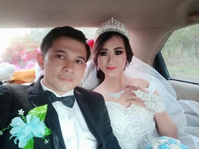 Erwin và Vinda hạnh phúc trong ngày cưới.