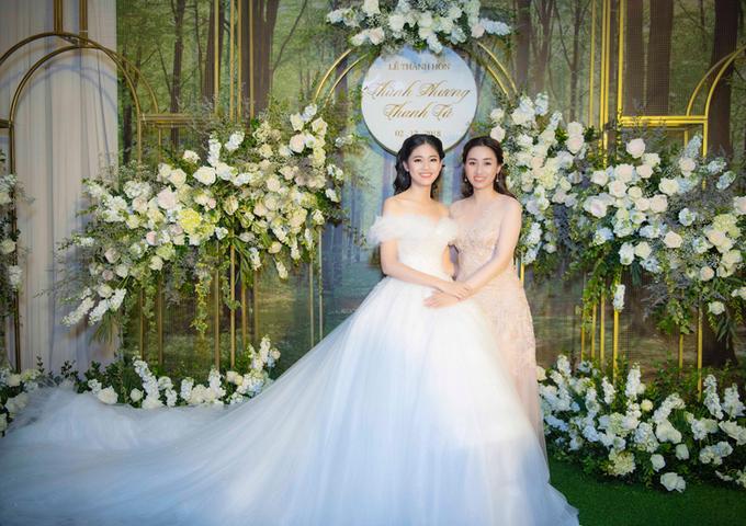 Á hậu Thanh Tú thay 3 váy cưới trong \'hôn lễ cổ tích\'