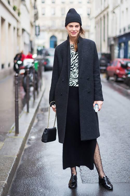 Váy xòe mang tới nét xinh xắn, trẻ trung và chút điệu đà. Chân váy xẻ lại khiến hình ảnh của các nàng công sở sexy và cá tính hơn.