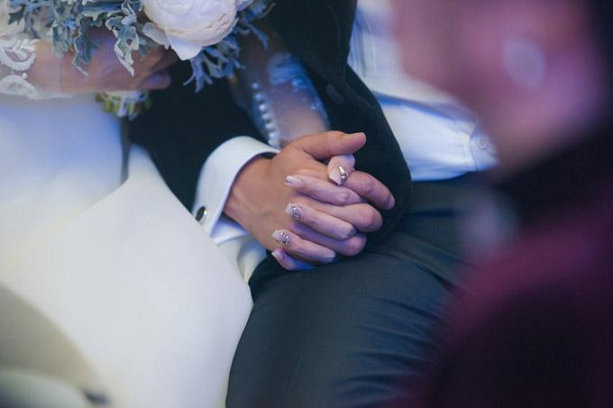 Á hậu Thanh Tú và chồng đại gia liên tục âu yếm trong tiệc cưới - 3