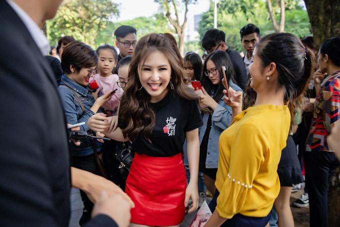 Giọng ca Em gái mưa cười không ngớt bởi có rất nhiều khán giả góp mặt trong chương trình cô tổ chức vào ngày cuối tuần.