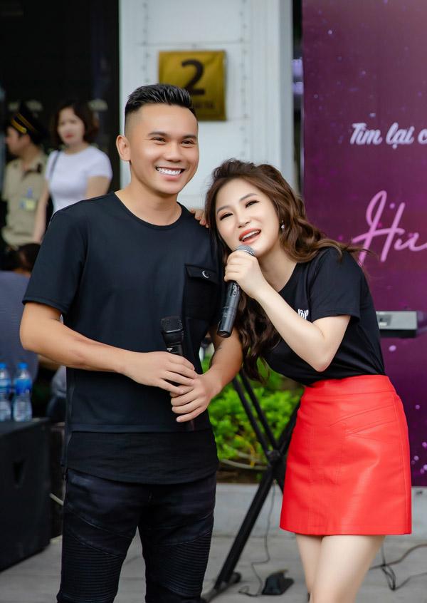 Nhạc sĩ Tú Dưa là vị khách mời đặc biệt trong sự kiện. Anh là tác giả của hit Duyên mình lỡ, giúp Hương Tràm gặthái nhiều thành công vào nửa cuối năm 2018.