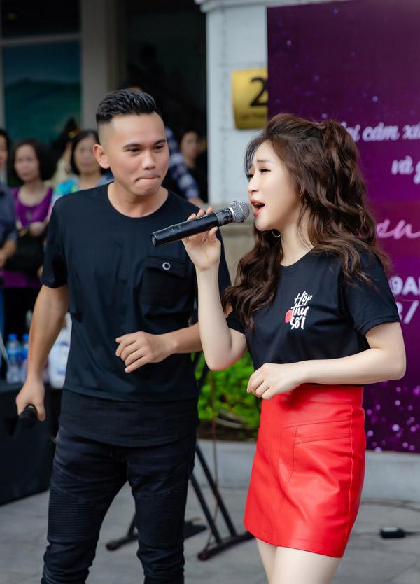 Cả hai đã cùng hòa giọng trong bản hit đạt hơn 66 triệu view trên kênh Youtube.