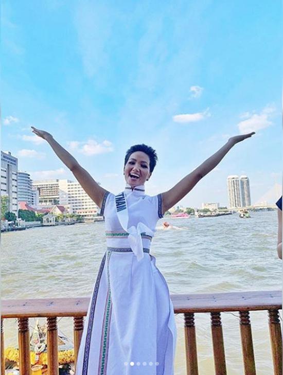 Áo dài của HHen Niê được tạp chí Thái Lan chú ý - 3