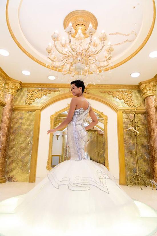 Áo dài của HHen Niê được tạp chí Thái Lan chú ý - 7