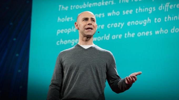 Adam Grant - nhà tâm lý học nổi tiếng người Mỹ. Ảnh:TED.