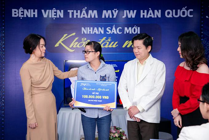 Phạm Quỳnh Anh tặng 100 triệu cho 2 thí sinh Nhan sắc mới  Khởi đầu mới - 3