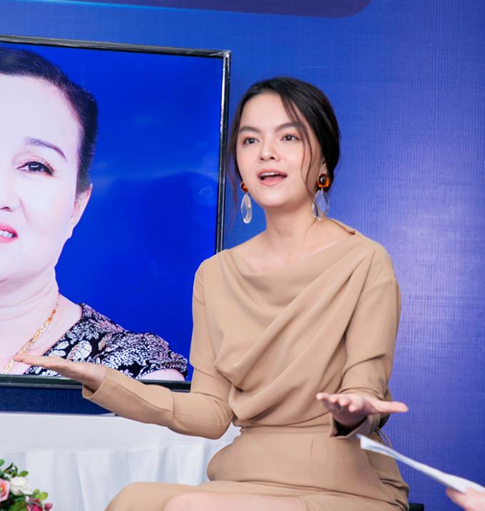 Phạm Quỳnh Anh tặng 100 triệu cho 2 thí sinh Nhan sắc mới  Khởi đầu mới