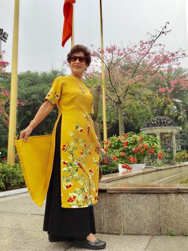 Thời gian còn đứng trên bục giảng, bà từng đạt giải giáo viên dạy giỏi Văn cấp thành phố. Bà cũng là người bồi dưỡng đội tuyển Văn của quận Ba Đình và thành phố Hà Nội, giúp đội tuyển hai năm liền xếp thứ nhất toàn thành.
