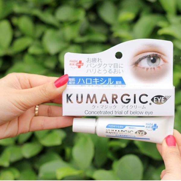 Hadariki Kumargic Eye Cream có chiết xuất vỏ cam, chiết xuất lá xô thơm vàHydroxylated K, giúp kích thích sự lưu thông của các mạch máu dưới vùng da quanh mắt, tăng độ đàn hồi, giảm các dấu hiệu lão hóa sớm.Giá tham khảo: 220.000 đồng.