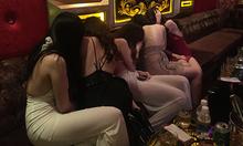 Tiếp viên quán karaoke bị nhốt vào nhà nghỉ, ép 'đi khách'
