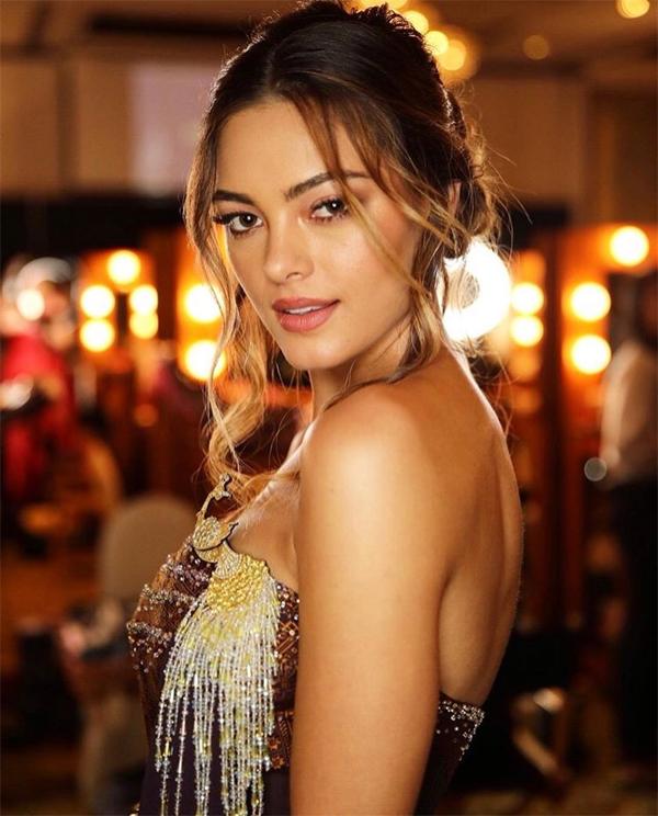 Demi tỏa sáng trong bộ đầm vừa sexy vừa sang trọng.