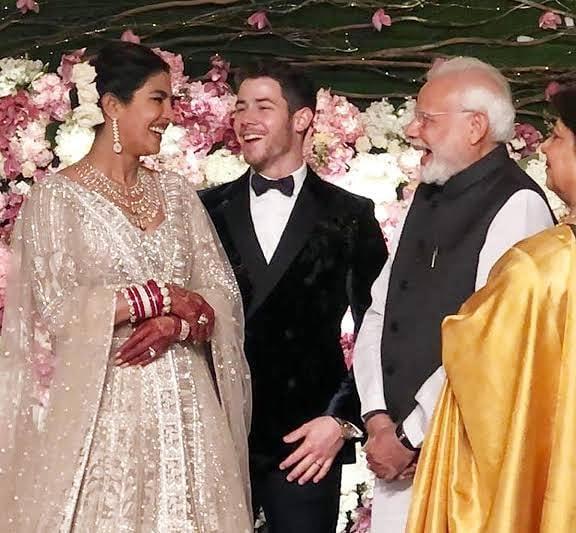 Cặp sao bên Thủ tướng Ấn Độ và phu nhân.