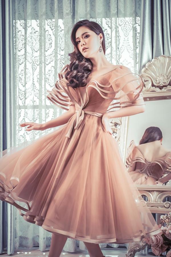 Hương Giang, Băng Di đọ dáng với váy họa tiết 3D - 2