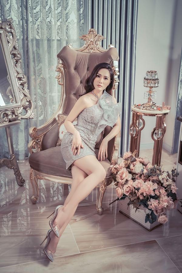 Hương Giang, Băng Di đọ dáng với váy họa tiết 3D - 7