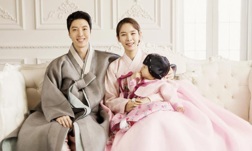 Tổ ấm 3 người hạnh phúc của tài tử Lee Dong Gun