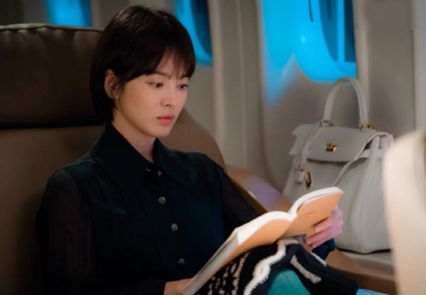 Tạo hình của Song Hye Kyo trong bộ phim mới nhất Encounter đóng cặp cùng Park Bo Gum.