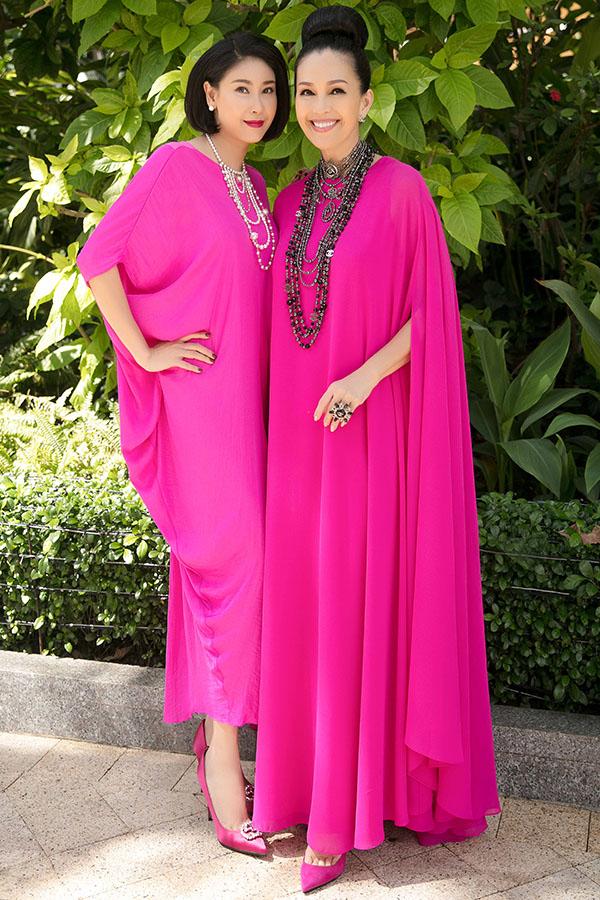 Hoa hậu Hà Kiều Anh cũng mặc cây hồng tới chúc mừng Diễm My.