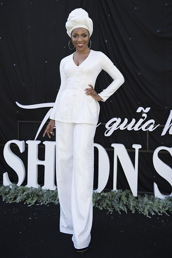 Người đẹp lai Cameroon Huỳnh Tiên tự tin với làn da màu và phong cách cá tính.