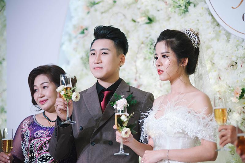 Tiệc cưới của vlogger Huy Cung mang phong cách châu Âu cổ điển