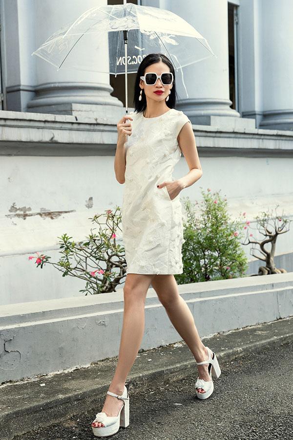 Người mẫu kiêm biên tập viên thời trang thích những bộ cánh tối giản phù hợp với tính cách năng động của cô.