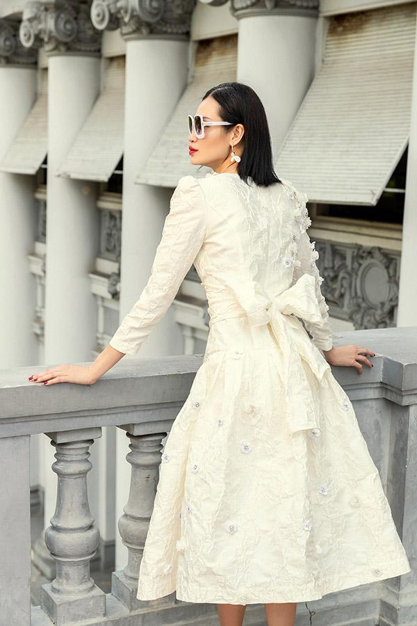 Thanh Trúc góp mặt trong dàn mẫu thực hiện bộ ảnh với váy áo gam trắng.