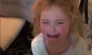 Bé gái 5 tuổi khóc mếu đòi bị ốm để được mẹ chăm sóc