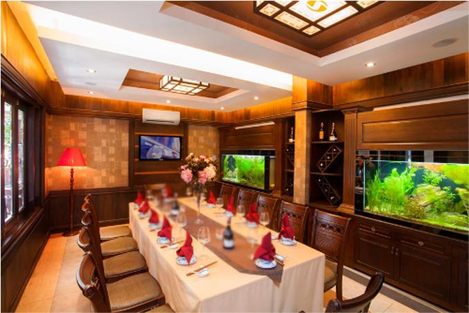 Tọa lạc tại số 14 đường Einstein, quận Thủ Đức, TP HCM, Nhà hàng Sesan gây ấn tượng bởi không gian sang trọng, ấm áp. Các phòng VIP được bài trí sang trọng, tinh tế đến từng đường nét.