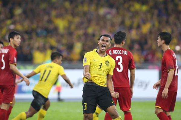 Mohd Saad rút ngắn tỷ số xuống 1-2 cho Malaysia. Ảnh: Đức Đồng.