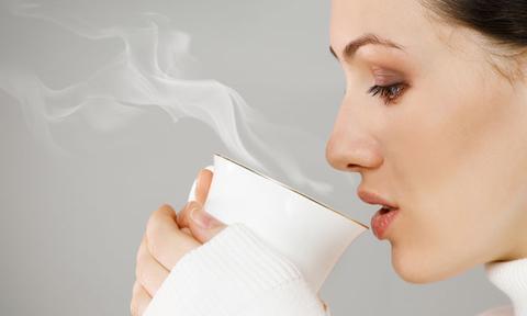 Uống nước ấm khi trời lạnh giúp cơ thể thu được 7 lợi ích