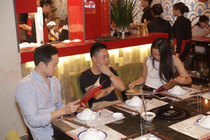 Những lý do khiến nhà hàng lẩu khói Hong Kong hút thực khách - 3