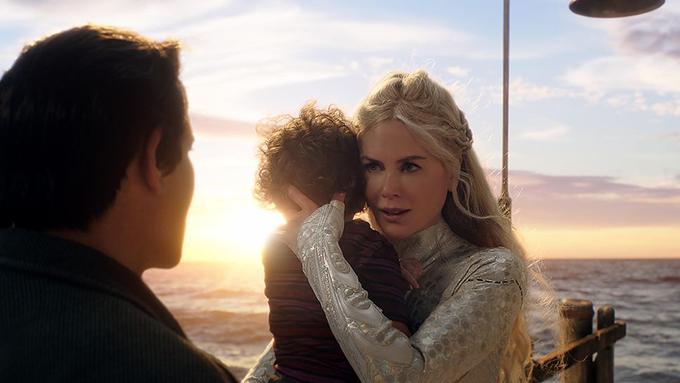 Ở tuổi 51, Nicole Kidman vẫn giữ được nhan sắc trẻ trung cùng vóc dáng gợi cảm. Không chỉ diễn tốt các phân cảnh tình cảm, thiên nga nước Úc còn thực hiện ấn tượng các tình huống giao chiến trên phim.