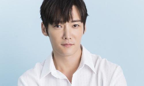 Choi Jin Hyuk tái xuất sau khi khâu 30 mũi vì tai nạn phim trường