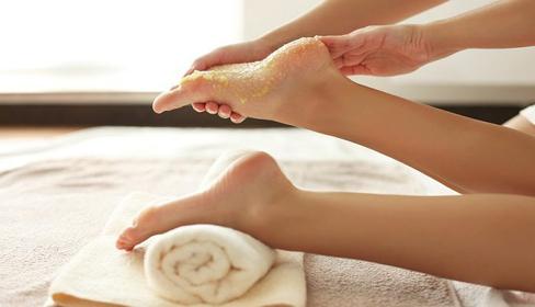 Công thức trị gót chân nứt nẻ, khô ráp trong mùa lạnh