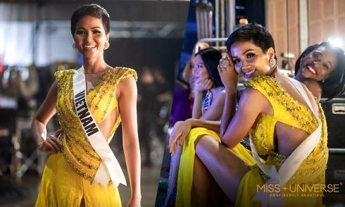 """H""""Hen Niê xắn váy, ngồi bệt trong hậu trường bán kết Miss Universe"""