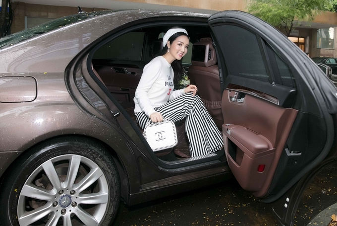 Hoa hậu Giáng My khoe nhan sắc không tuổi với \'cây\' Chanel