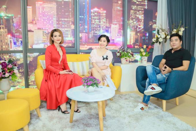 Từ trái qua: Diễn viên Anh Thư, MC Anh Thơ, tác giả Nguyễn Ngọc Thạch.