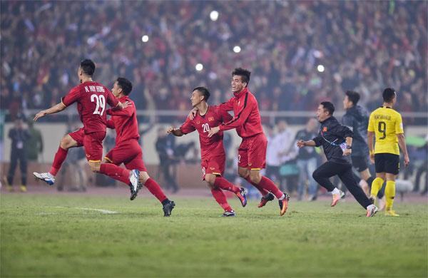Việt Nam lên đỉnh vinh quang sau khi vượt qua Malaysia ở chung kết.