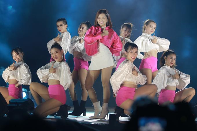 Ca sĩ Suni Hạ Linh khoe vẻ nhí nhảnh, đáng yêu với hai ca khúc được fan teen yêu thíchEm đã biết, Thích rồi đấy.