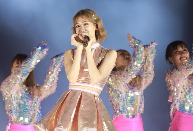 Min cũng góp mặt trong đêm đại nhạc hội với các sáng tác Love, Ghen, Là con gái thật tuyệt.