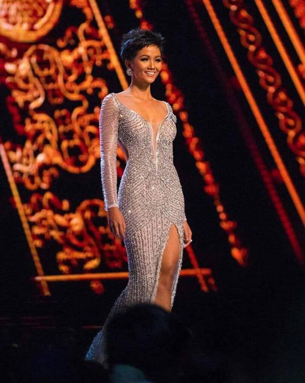 Váy đính 3000 viên đá quý của HHen Niê tại chung kết Miss Universe - 1