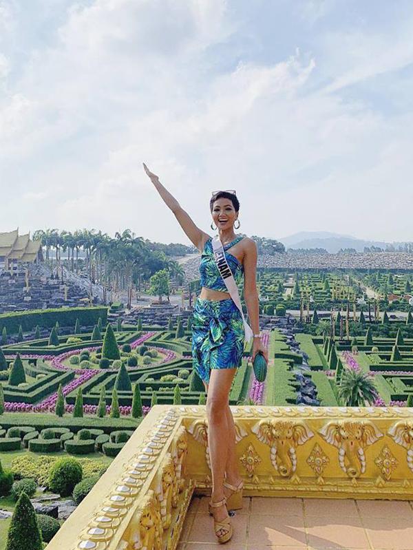 Bí kíp chọn váy ngắn khoe chân dài của HHen Niê tại Miss Universe - 4