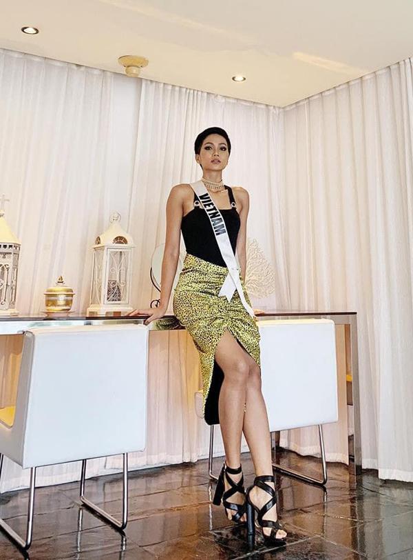 Bí kíp chọn váy ngắn khoe chân dài của HHen Niê tại Miss Universe - 5