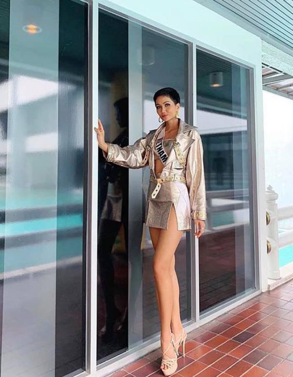 Bí kíp chọn váy ngắn khoe chân dài của HHen Niê tại Miss Universe - 1